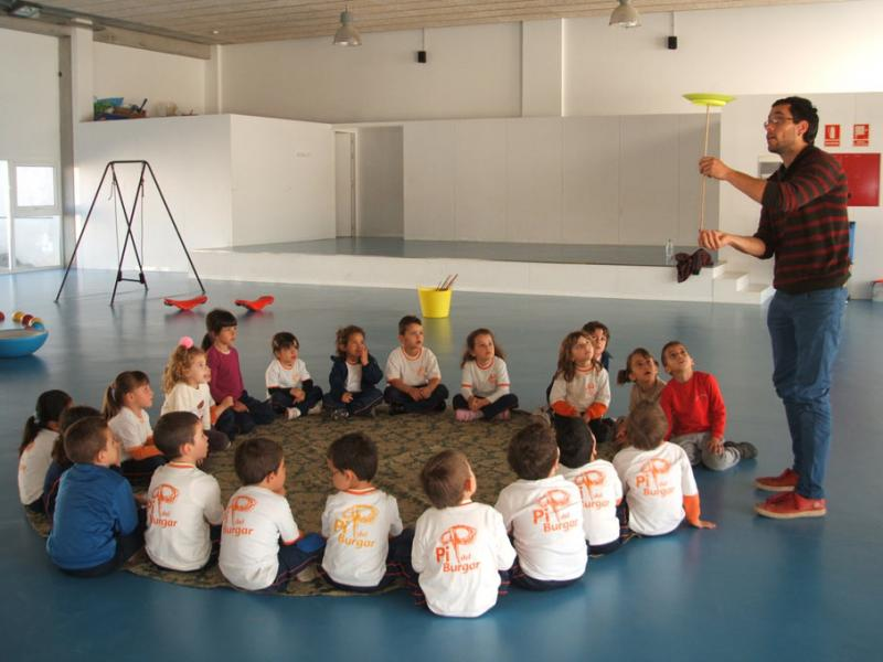 El circ va a l'escola