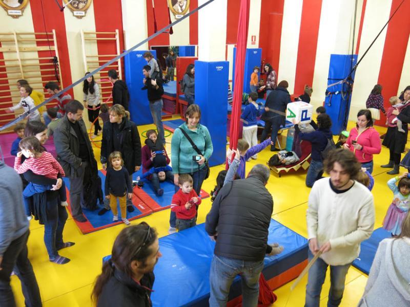 Loco Brusca, Circ Los, Els Barlou i Los Excéntricos a les activitats de febrer a maig
