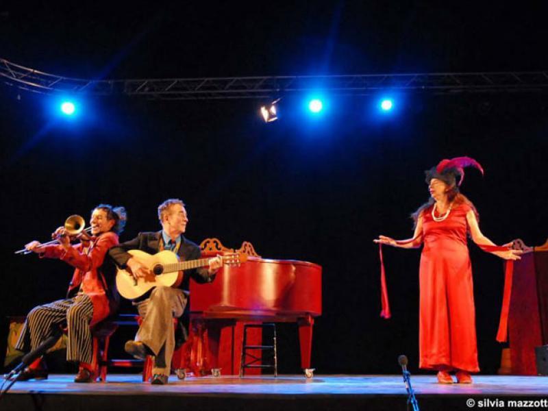 Cia. Passabarret convida a Los Excéntricos per actuar a la seva carpa el 20 de maig